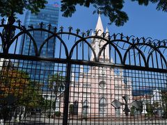 コロナ対策で閉鎖しており 中には入れず。 表題の大聖堂の写真は 柵の隙間から、撮影しました。