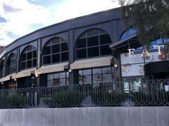 旧モンテカルロカジノ 現パークMGMラスベガス入口の EATLYラスベガス(イタリアのレストラン ショップなどが 入った施設)正面