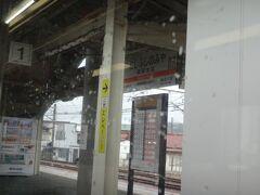 13時33分、身延から1時間で西富士宮へ。  ここは富士への区間列車も多く、けっこうな数の乗車があった。実際、ここから終点の富士までは通勤路線のような感じになる