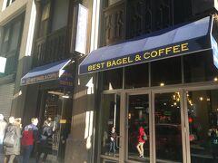 翌朝、ゼッケンを引き取りに行く前に、ベーグル店で朝食をとります。