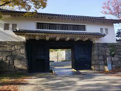 ●大阪城公園  青屋門です。 二の丸の北に位置する門です。