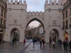 カールス門  ミュンヘン旧市街への入り口になります。 ここを潜るとノイハウザー通りに入ります。