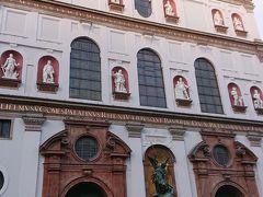 ミヒャエル教会  ルネッサンス様式の教会です。反宗教改革のシンボル として16世紀に建てられました。