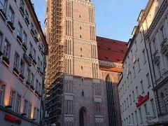 フラウエン教会  15世紀に建てられた高さ100メートルある教会になります。