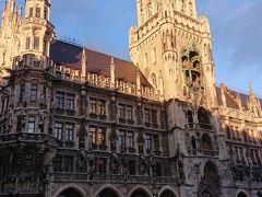 ミュンヘン新市庁舎  ミュンヘンのシンボル的存在である 新市庁舎とマリエン広場  中央部にはドイツ最大の仕掛け時計 グロッケンシュピールがあります…