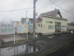 次いで、剣淵駅。  この日は雨ということもあり、風っこ到着数十分前でもこんなひっそりとした風景ですね。