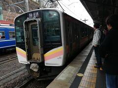 軽く食事をとった後に上越線に乗り込む。乗車率は半分にも満たない長岡行。去年の夏に乗ったときは通勤電車並みの混雑でしたが、シースンオフなのかアイツのせいなのか。