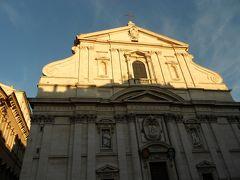 ヴェネツィア広場を背に左へ行ったところにイエズス会のジェズ教会があります。 16世紀に建築され、フランシスコ・ザビエルの礼拝堂があります。