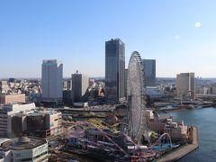 正面はよこはまコスモワールド、アニヴェルセルみなとみらい横浜。