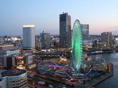 18:15分頃のコスモクロック21。 左にアパホテル&リゾート横浜ベイタワー。