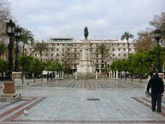 10分くらいかけて、ヌエバ広場まで歩いてきた。