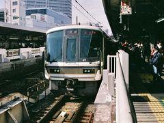 大和路線直通快速は221系。
