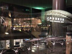 仙台駅から仙台空港アクセス線で31分、仙台空港へ到着。 帰宅ラッシュと重なって途中までぎゅうぎゅう。バスにすればよかった。