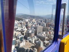 いよてつパスで松山市駅へ 一日パスには高島屋の上の観覧車の無料チケットもついているとのことだったので…乗ってみました。 いつぶりの観覧車、しかも一人、しかも屋上にあるからまあ高い高い…