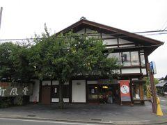 そば屋の前にあったお店で小布施の名物の栗のおこわを買ってバスに乗ります。