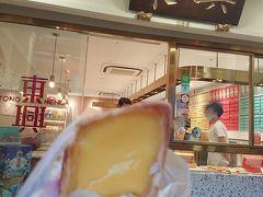 エッグタルトにピントが合っていないですが… 小さめのサイズなので、ペロリと食べられました。 プルプルのカスタードクリームがおいしかったです^^