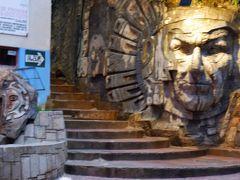 マチュピチュ村には石の彫刻がたくさん見られた。