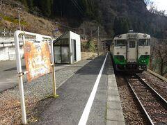 会津川口駅から3つめ、早戸駅。 この駅で降りてみる。
