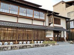 日本酒の仕込み水を使い、季節感あふれるお料理と賀茂鶴の日本酒が楽しめる和洋食レストランの『佛蘭西屋』