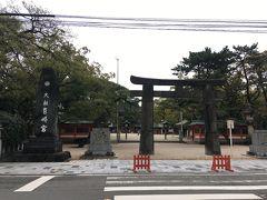 せっかく博多に宿泊したので、日本三大八幡宮の一つであり、勝利の神様筥崎宮へ参拝しました。長い参道と敷地の広さに驚きました。