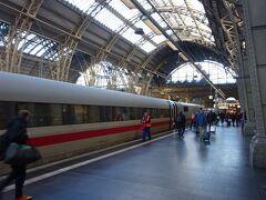 車窓から見える風景は段々と都会の景色に変わってきました。 14:13 フランクフルト中央駅に到着。