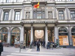 広場から少し行くと、ギャルリ・サンテュベール。