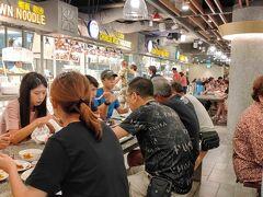 サンテック・シティ・モールは、噴水を見ながら食事ができるフードコートとなっており、朝食兼昼食を頂きました。