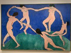 『MOMA』 2月7日は金曜日。 夕方、16時以降は入場無料で入れます。 前回、2度目のMOMAへ訪問したときも金曜日に入場無料ではいりました(笑)  名画が近くで無料で見ることができるなんてすばらしいですよね。