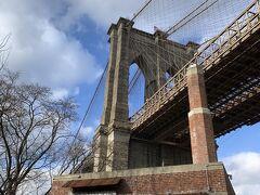 ブルックリンブリッジパークから見上げるブルックリンブリッジ