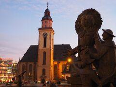 少し歩いて街の中心であるハウプトヴァッヘにある『カタリーナ教会』へ。 ゲーテが洗礼を受けた教会です。 毎週月曜と木曜の16:30から、無料パイプオルガンコンサートが開催されており、私も少しの時間ですがコンサートを聴くことができて癒やされました。