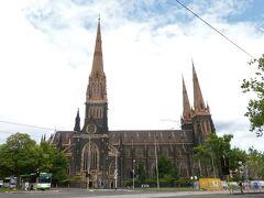 メルボルン・セント・パトリック大聖堂「St Patrick's Cathedral」。  とても大きな教会です。