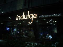大晦日のバンコクはすんごい人・人・人!で、空いているお店探すのは大変。 以前通りかかった時に覚えていた「indulge」で、飲み直します