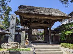 極楽寺に寄り道。 ここはトイレがきれいなのでお勧めです。