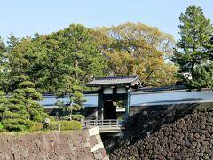 前回は北の丸公園から半蔵門へ戻りましたが、この日は東御苑を抜けて東京駅へ向かうことに。
