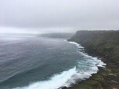 と思ったら、波の音でした。 波が高く、打ち付けられる波が雷のような音を立ててました。 周りに誰もいないので、少し怖くなってしまいました(・_・;)