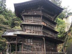 そして飯盛山のハイライト「さざえ堂」です。18世紀末に西国三十三観音を安置した六角三層の観音堂です。