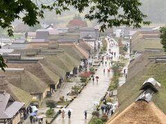 クルマは奥会津へと向かい「大内宿」に至ります。江戸期に栄えた会津西街道の宿が見事に保存され、その雰囲気を現在に伝えています。