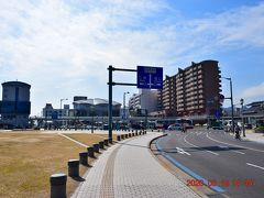 JR尾道駅前の広場。