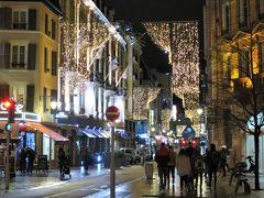ホテル前の通りから続くキュス橋の手荷物検査所には、もう係員は居ませんでした。 ストラスブールのクリスマス・マーケットもコルマール同様、平日は20時まででした。 どおりで人通りが少ないと思った。  明日は夕方、ドイツのゲンゲンバッハのクリスマス・マーケットに行こうと思っています。それまで何をしよう。 帰国まで、あと5日。無理は禁物…。