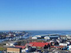 おはようございます ホテルの窓から見える釧路の町です  いいお天気でテンション上がります♪