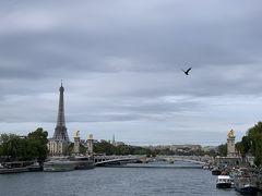 コンコルド橋から見えた景色。  アレクサンドル3世橋と、エッフェル塔が いっぺんに見える! すごくいい場所を見つけた(^ω^)