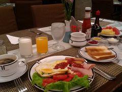 ホテル滞在3日目の朝食からは、ブッフェスタイルではなくなり、レストランのスタッフが、各人に個別に給仕するスタイルに変更となった。