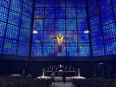 さて、その日の夕方はお宿にほど近い場所にあるカイザー・ヴィルヘルム記念教会へ。  その時は何か立派な建物があるなぁぐらいに思っていたのですが、有名な観光地なのですね。