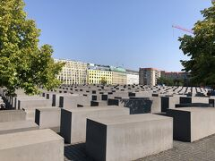 虐殺されたヨーロッパのユダヤ人のための記念碑。  こういう自国の加害の歴史も残すという姿勢は本当に大事だと私は思います。