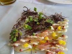 ランチはタオルミーナに来ました。  前菜のカルパッチョ、美味!!