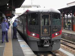 ここからは高徳線の特急「うずしお14号」に乗り換えます。新型の2600系です。