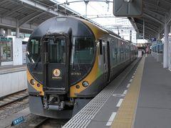 特急「いしづち17号」で松山に向かいます。立派なホームに2両編成の8600系が停車しています。