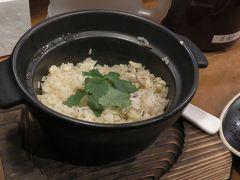 愛媛県のグルメといえば、鯛めしは欠かせません。炊き込みご飯の「松山鯛めし」と刺身がのった「宇和島鯛めし」の2種類があり、今回は「松山鯛めし」を頂きました。