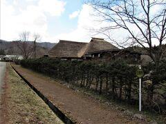奥会津地方歴史民俗資料館の隣接に、移築復元された民家が立ち並びます。 茅葺の美しい古民家を利用していて、風情があります。 http://www.minamiaizu.org/kyouiku/cat/000013.php