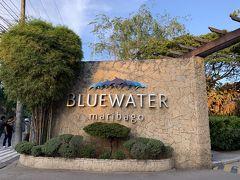 30分もしないうちにホテルに到着。 今回は「ブルーウォーター マリバゴ ビーチリゾート」に泊まります。 こちらは入り口。